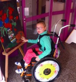 Příběhy z NND: Annu trpící dětskou obrnou sužuje navíc epilepsie. Uleví jí nový vozík.