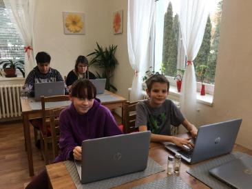 DD Příbor_děti s notebooky1.JPG