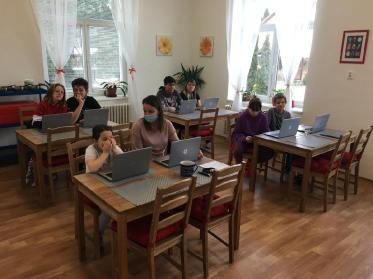 DD Příbor_děti s notebooky4.JPG