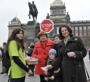 Pochod Prahou proti týrání dětí