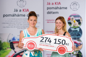 Na pomoc dětem s DMO a autismem přijelo od společnosti KIA úžasných 274 tisíc korun