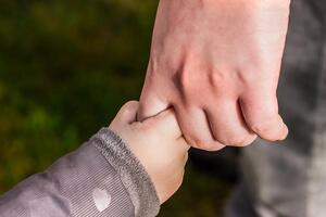 Pomáháme rodičům samoživitelům v hmotné nouzi