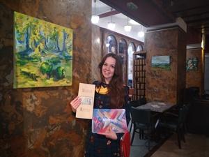 Obrazy Emy Pok můžete aktuálně vidět v Kavárně Lucerna - pomáháme uměním!