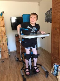 vertikalizační stojan pro 15letého syna postiženého svalovou dystrofií