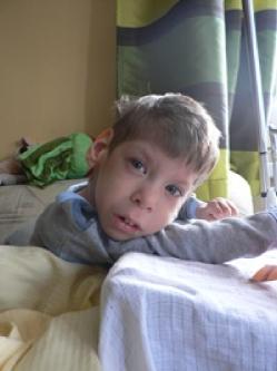 vertikalizační stojan pro 5letého postiženého syna