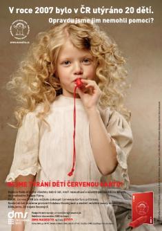 Osvětová kampaň Dejme týrání dětí červenou kartu!