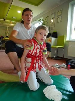 rehabilitace pro 9letá postižená dvojčata Jakuba a Matěje