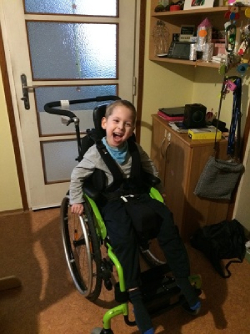 invalidní vozík pro 4letého syna postiženého DMO