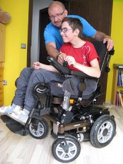 elektrický vozík pro dceru postiženou DMO