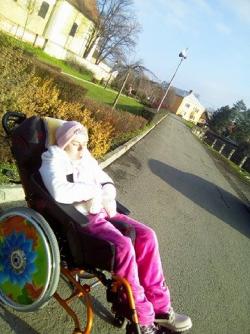 speciální vozík pro těžce postiženou 17letou dcerku Terezku