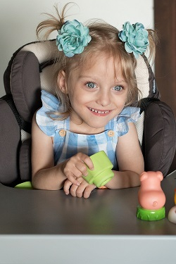 polohovací zařízení pro 3letou postiženou dceru